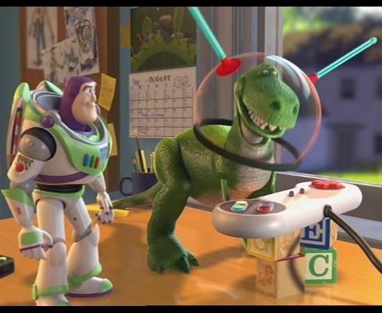 Em Toy Story 2 (1999) é possível ver um calendário de Vida de Inseto (1998) na parede do quarto.