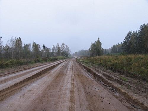 Cruzar o maior país do mundo de carro não é tarefa simples. Essa estrada liga Moscou à Sibéria, passando por algumas das partes mais geladas do globo.