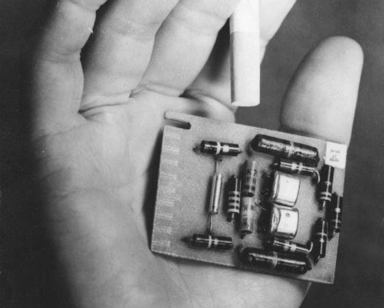 Em segundo lugar, uma das inovações que permitiu a existência da internet: o transistor, com 21,3%.