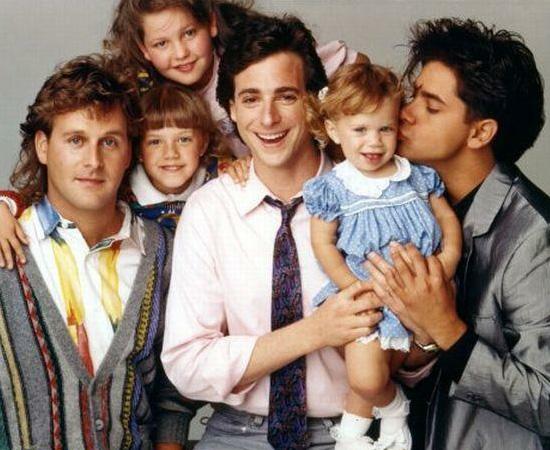Três é Demais (1987) é uma série de TV sobre uma família. O pai das três garotas fica viúvo e precisa colocar a casa em ordem.