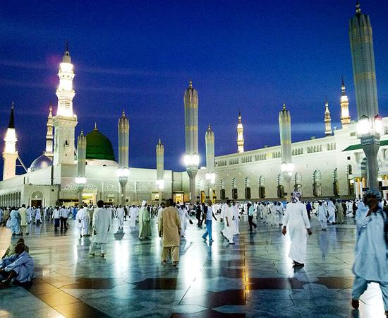 AL-MASJID NA-NABAWI - É o túmulo do profeta Maomé, fundador do Islamismo. Está localizado em Medina, na Arábia Saudita.