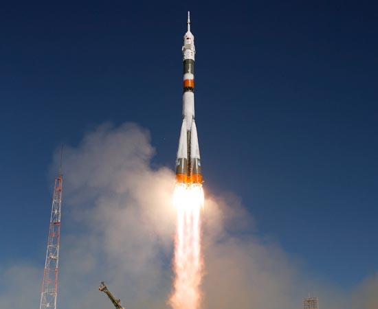 TURISMO ESPACIAL - Em 2012, os vôos espaciais tornaram-se mais populares. Apesar dos preços exorbitantes, agora as viagens podem ser realizadas por cidadãos comuns.