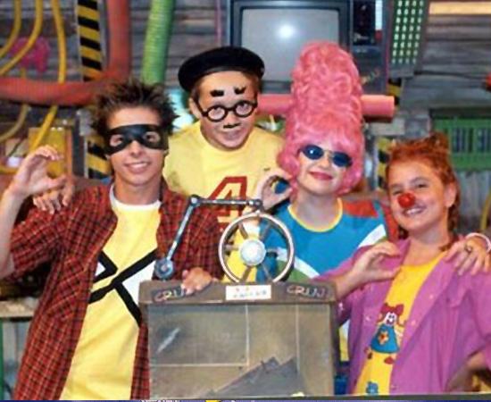 TV Cruj (1997) é um programa de TV apresentado por crianças que afirmavam ser ultra-jovens. Eles apresentavam desenhos animados.