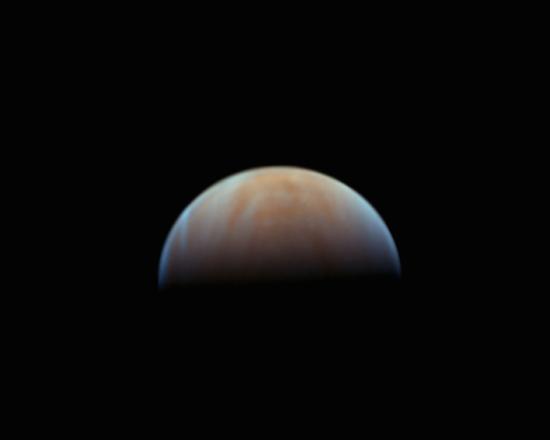 No Observatório OTUS, o equipamento utilizado é um telescópio tipo Newtoniano de 406mm de abertura. Quanto maior a abertura do instrumento, mais luz ele consegue captar e maior é a resolução para os detalhes finos nos planetas.