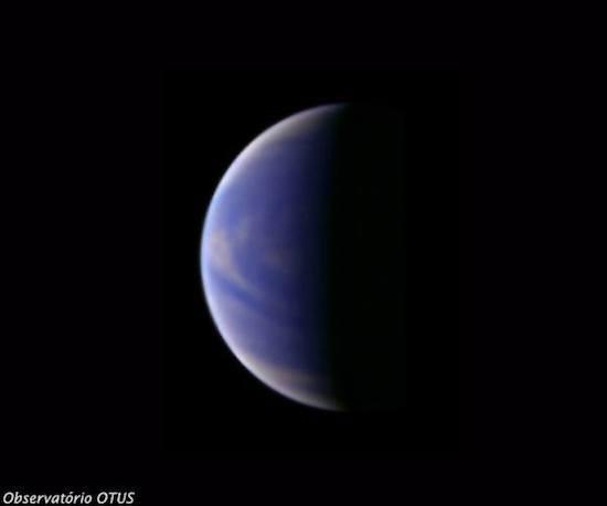 Hoje não fazemos mais fotos únicas, mas sim vídeos dos planetas, explica Fábio. Para isso, pode-se usar uma webcam ou uma câmera digital, que é acoplada ao focalizador do telescópio. Em seguida, a imagem é processada no computador. Junto com a câmera, é possível utilizar vários filtros que registram detalhes em diferentes camadas ou estruturas desses planetas.