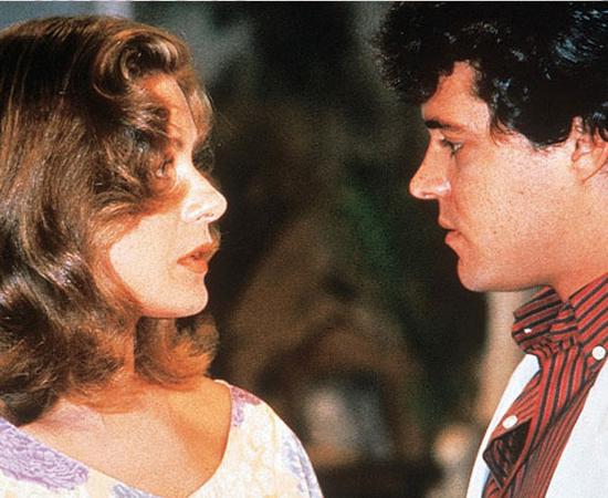 Como uma Deusa... O hit era tema da personagem Jocasta, vivida por Vera Fischer. Ela e Felipe Camargo viviam um casal na novela. E acabaram se tornando um na vida real.