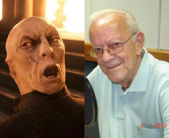 Dublador: Domício Costa. Fez a voz de Lord Voldemort (Harry Potter e a Pedra Filosofal) e a do prefeito de As Meninas Superpoderosas.