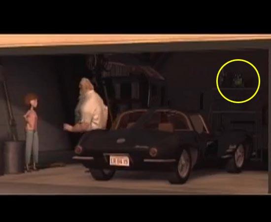 O robô Wall-E faz uma rápida aparição no filme Os Incríveis (2004). Ele está guardado na garagem.