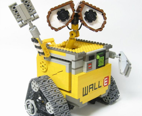 O famoso robô Wall-E também foi replicado por um artista de Lego.