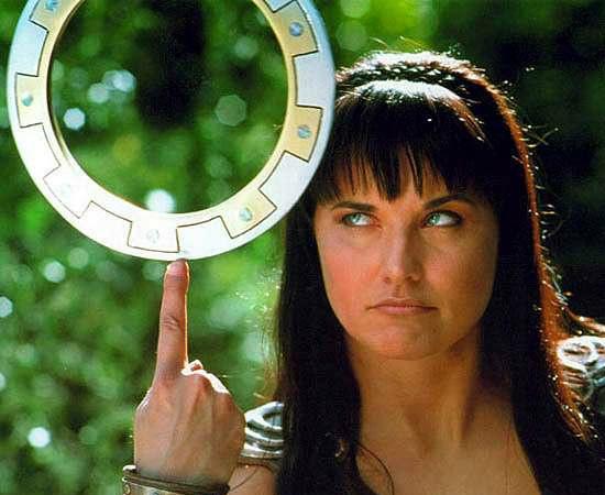 Xena, a princesa guerreira (1995), é uma série de TV sobre uma heroína que luta com um aro de metal.