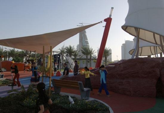 Um playground com tema diferente: tecnologia futurista. Só podia mesmo ser em Dubai.