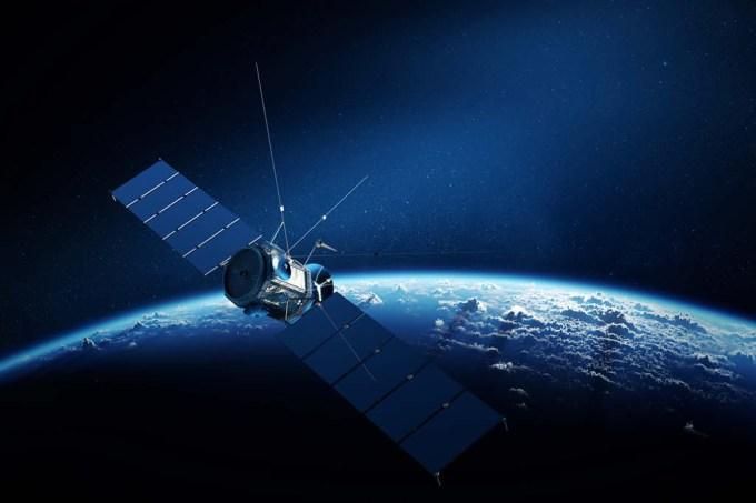 Satélite abandonado no espaço há 39 anos volta a transmitir sozinho