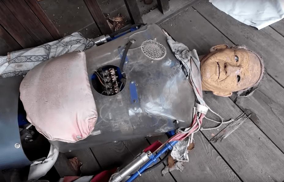 Os robôs continuam em West Village - ainda que alguns estejam acabados como este