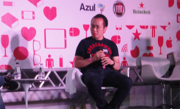 Ray Chan, fundador do 9GAG em palestra no festival youPIX 2012