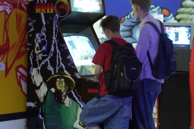 game-on-jovens-arcade-mortal-kombat