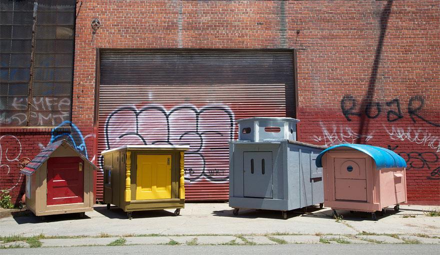 artista-transforma-lixo-casa-moradores-rua