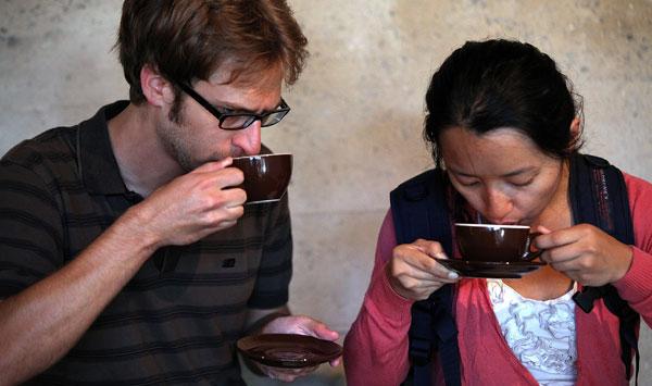Beber café deixa sóbrio é um mito