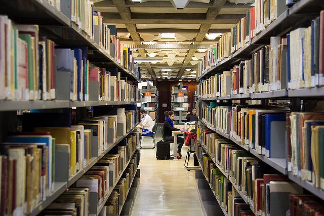 cada-hora-que-voce-passa-na-biblioteca-vale-r-1-em-livros-para-comunidade-do-rj