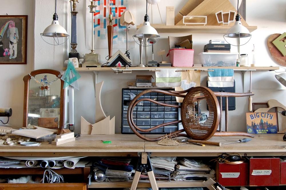 designer-reforma-distribui-moveis-descartados-gratidao-nova-york
