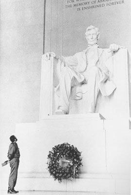 Fidel_Castro_at_the_Lincoln_Memorial