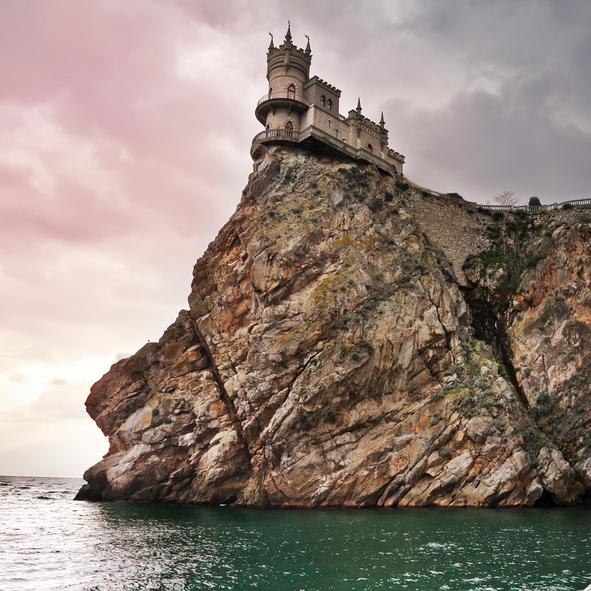 Castelo Ninho das Andorinhas. Foto: LenorLux | iStock