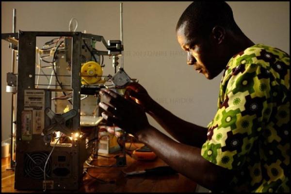 lixo-eletronico-vira-impressora-3d-africano_super