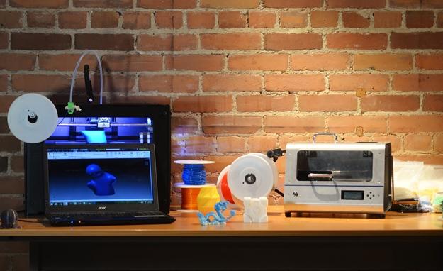 maquina-transforma-plastico-reciclado-filamento-impressa-3D-abre-625