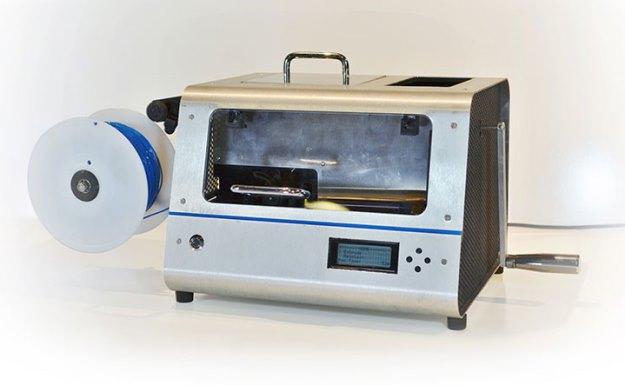 maquina-transforma-plastico-reciclado-filamento-impressa-3D-bobina-shot-625