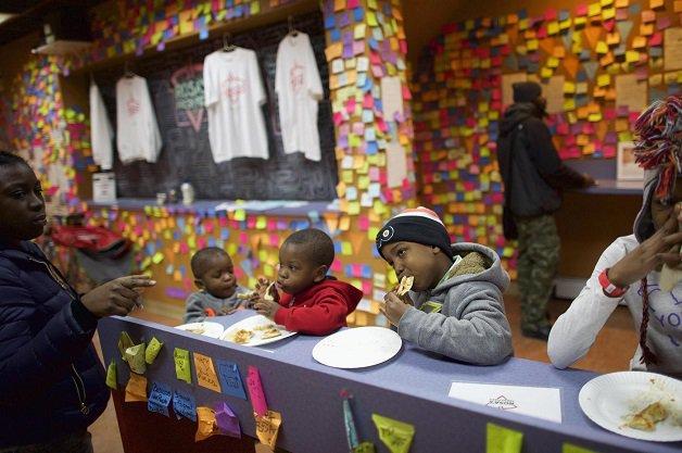 pizzaria-incentiva-doacao-de-comida-para-moradores-de-rua