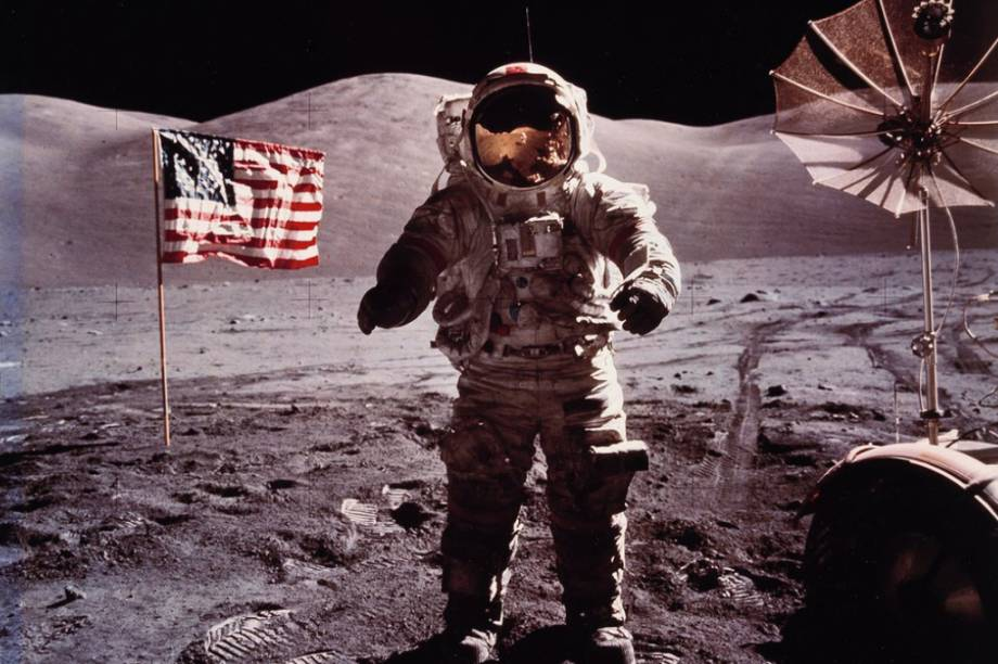 Astronauta americano<span>Eugene Cernan, na Lua, durante a missão<em>Apollo 17.</em></span>