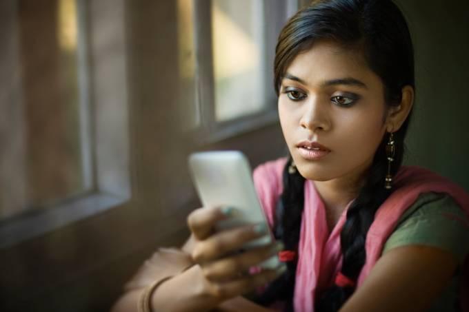Índia vai dar chip de celular para todos os turistas