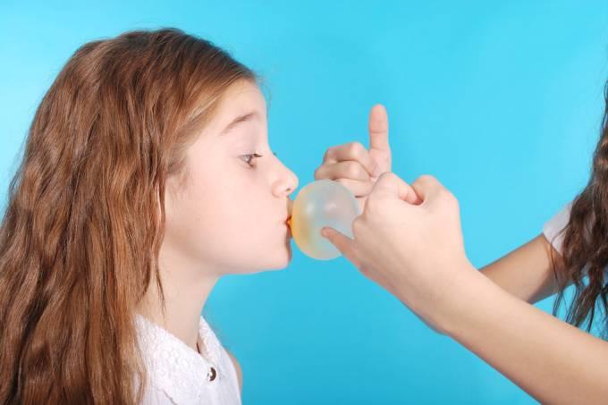 Por que o barulho de mascar chiclete irrita tanta gente