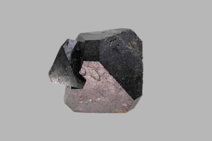 Descoberto minério que converte luz solar, calor e movimento em eletricidade