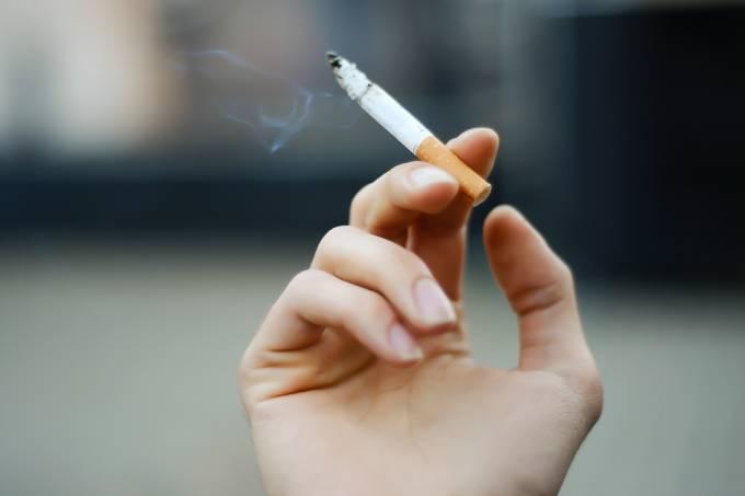 Fumar cigarro custa US$ 2,3 milhões ao longo da vida, diz estudo