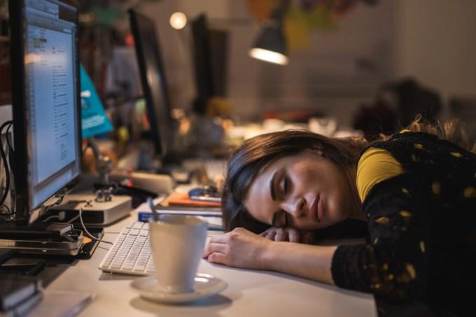 Mulheres que trabalham à noite são menos férteis