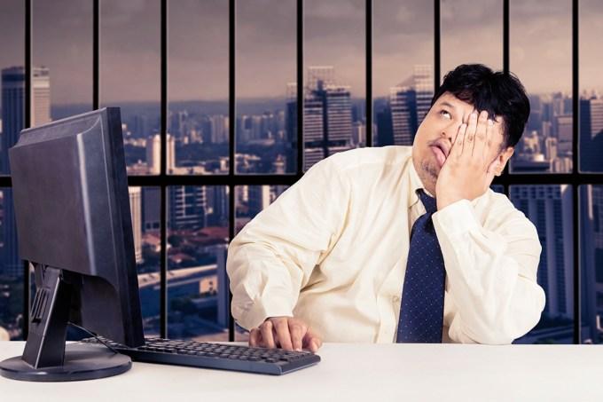 Trabalhar sentado dá mais barriga do que você imagina