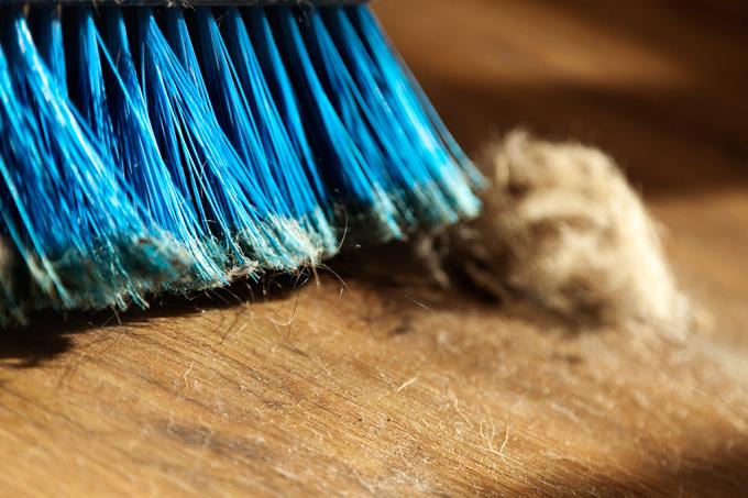 Esta é a melhor forma de varrer o chão, de acordo com a ciência