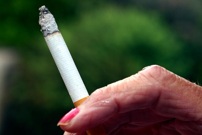 Avós que fumam durante a gravidez podem ter netas autistas