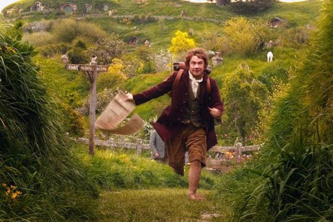 """Por que O Hobbit tem como título alternativo """"Lá e De Volta Outra Vez"""" se ele nunca foi """"lá""""?"""