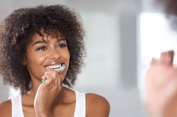 Sensodyne Dentes Brancos Novamin Sem Logo