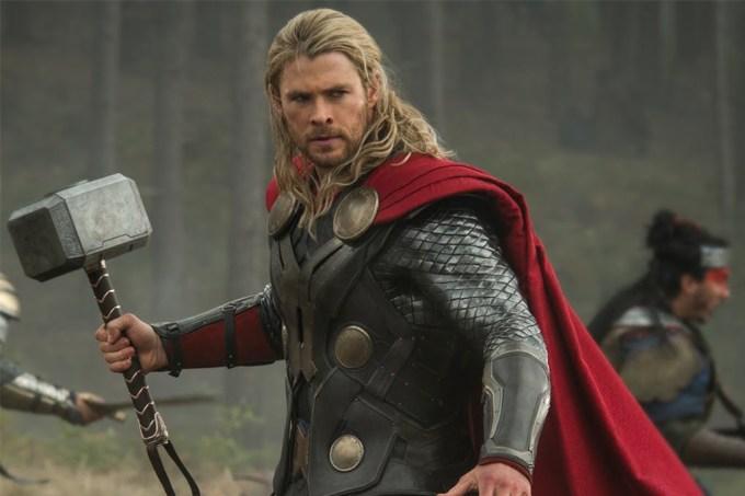 O Magneto consegue erguer o martelo do Thor?
