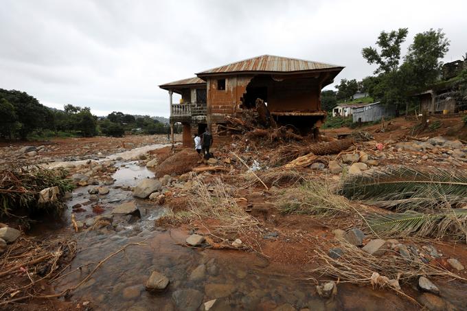 Enchentes na África em agosto mataram 25 mais vezes mais que o furacão Harvey