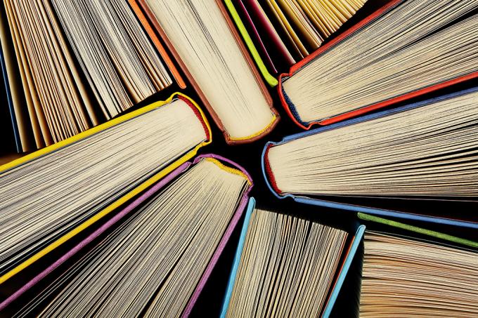 Quem foi o autor que mais escreveu livros na história? Sobre o que ele escreveu e quantos livros foram