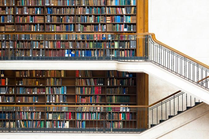 Como organizar sua estante de livros