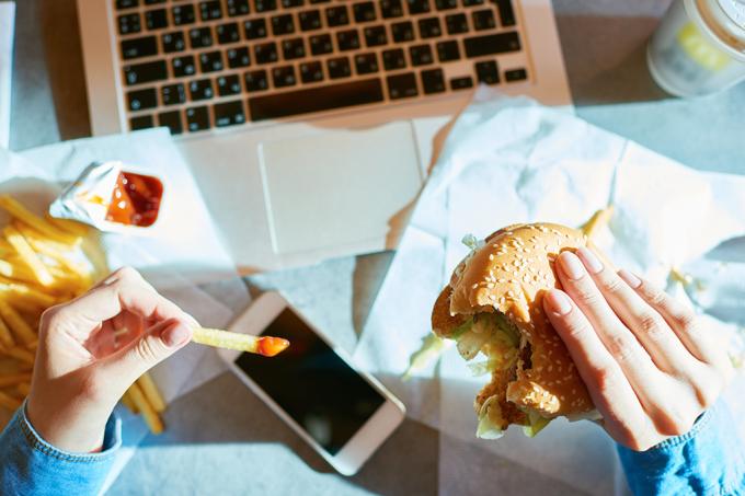 Estresse faz tão mal ao organismo quanto comer fast food