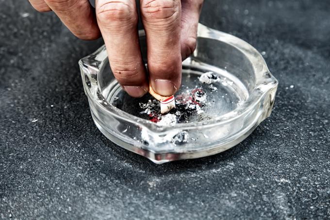 Proibir fumar em bares e restaurantes diminui o número de dependentes