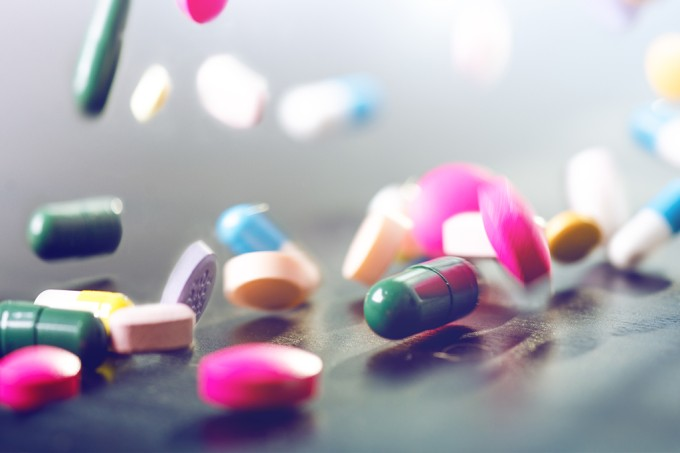 Cientistas criam pílula semanal para substituir tratamento diário de HIV
