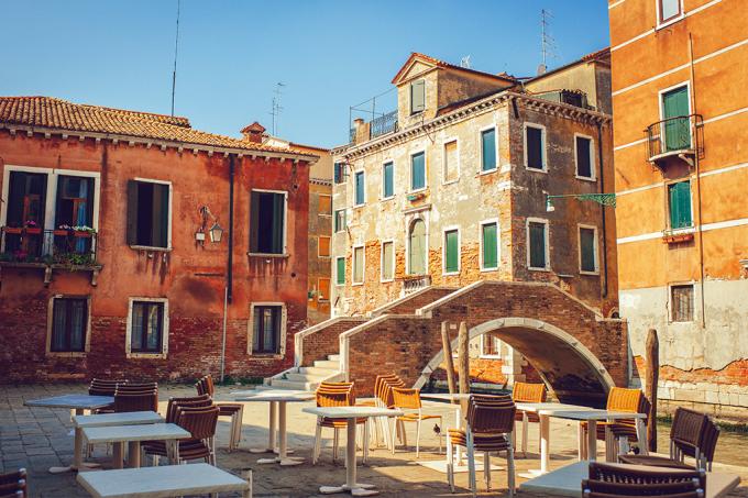 4 turistas comem em Veneza e conta dá R$ 4,4 mil, prefeitura se revolta