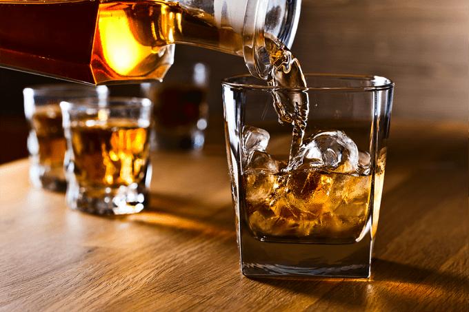 Qual a origem e o significado da palavra whisky?