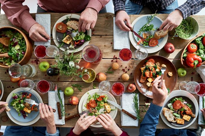 Como se comportar à mesa
